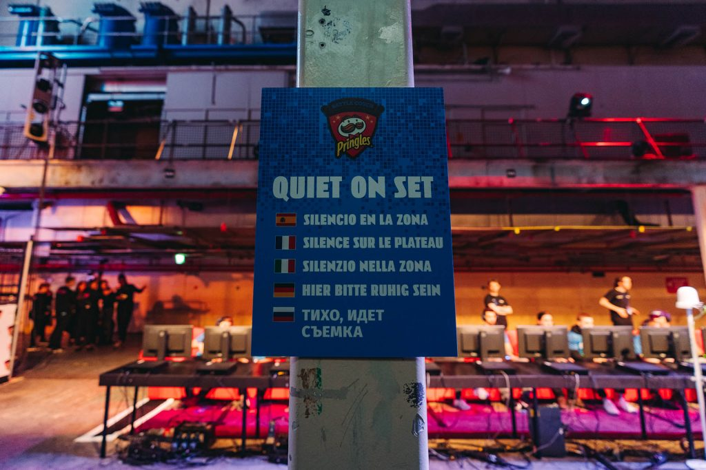Pringle Battle Couch Quiet on set sign